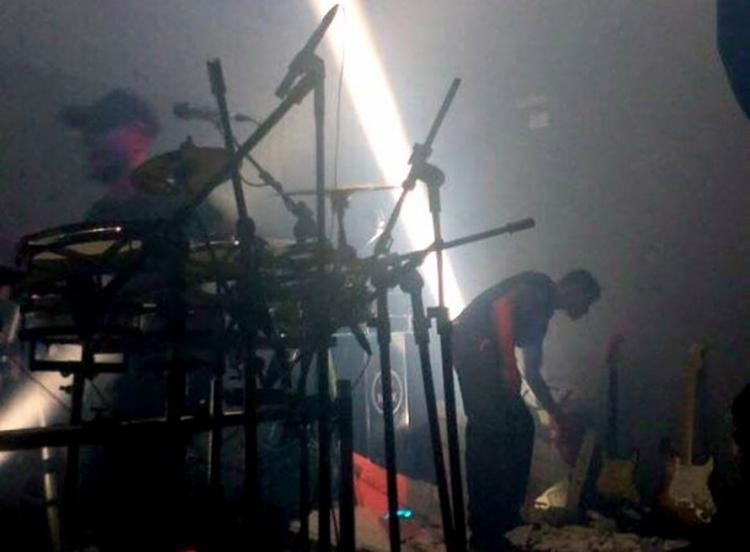Por causa do acidente, que ocorreu por volta das 4h de domingo, a apresentação precisou ser interrompida - Foto: Reprodução l Internauta l Radar 64