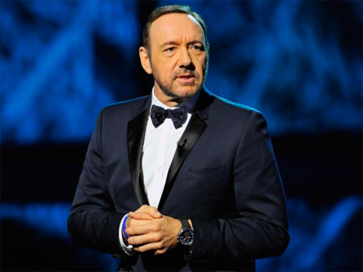 Spacey tem sido criticado nas redes por usar a revelação de sua orientação sexual como distração para o assédio - Foto: Reprodução