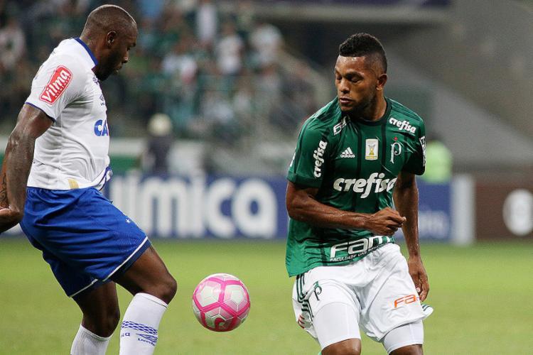 Borja (D) foi o grande nome da partida ao marcar dois gols para o Palmeiras, que agora está a cinco pontos do Corinthians - Foto: Luís Moura l WPP l Ag. O Globo
