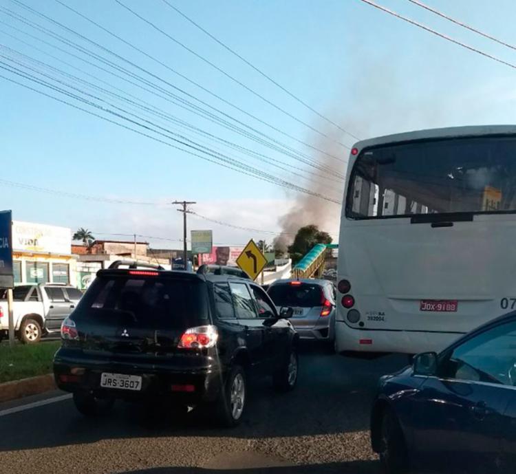 O tráfego ficou complicado, mas já voltou a fluir após a finalização do protesto - Foto: Cidadão Repórter | Via WhatsApp