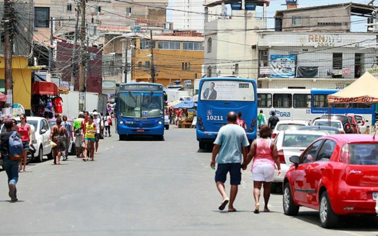 Os rodoviários decidiram não entrar nas localidades por causa de dois coletivos que foram incendiados - Foto: Edilson Lima   Ag. A Tarde   10.02.2017