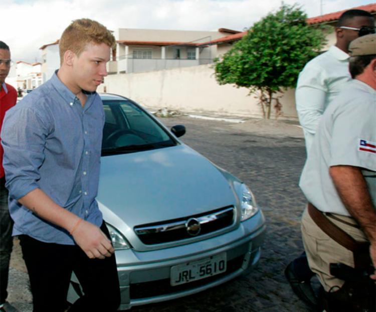 Eduardo e mais outros dois foram transferidos para o Conjunto Penal de Feira de Santana - Foto: Joá Souza   Ag. A Tarde   20.02.2013