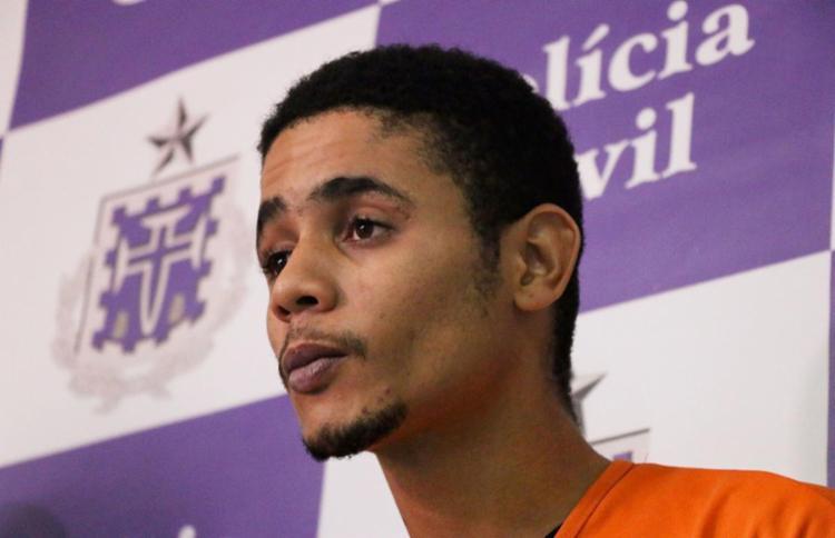 Matheus Roberto Souza, o Oito de Copas do Baralho do Crime, foi apresentado nesta terça - Foto: Alberto Maraux | SSP