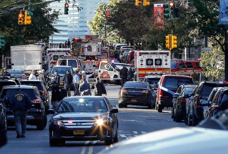 Agentes de segurança cercaram área no sul de Manhattan após os atropelamentos - Foto: Kena Betancur l AFP