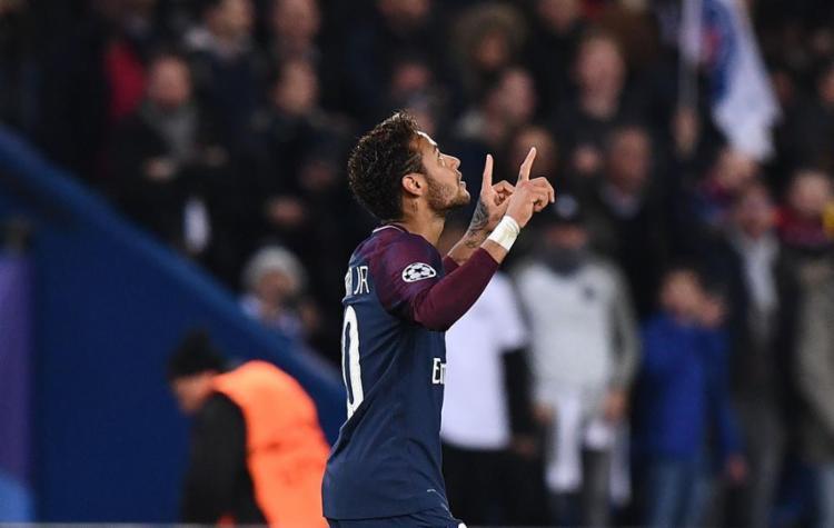 Neymar (C) marcou um belo gol, o segundo do Paris Saint-Germain na goleada sobre o Anderlecht - Foto: Franck Fife | AFP
