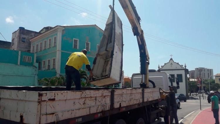 Três barcos foram removidos da orla nesta terça - Foto: Divulgação   Secom