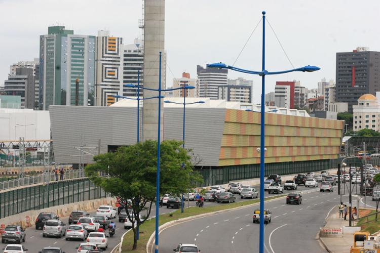 Parte da Via Expressa, que liga a avenida Paralela ao viaduto Rau Seixas, será interditada - Foto: Edilson Lima | Ag. A Tarde | 05.12.2016