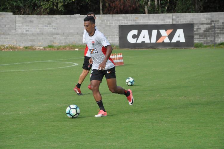 O lateral Juninho voltou a treinar nesta quarta, 4 - Foto: Maurícia da Matta | EC Vitória