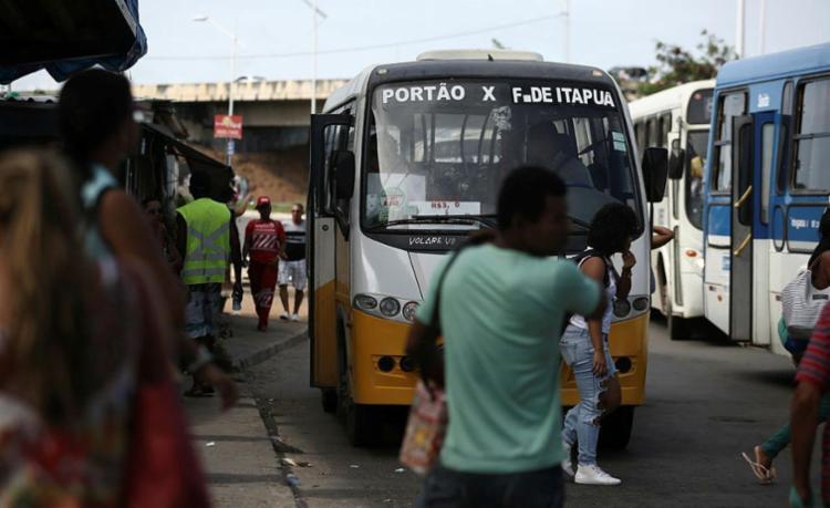 Prefeitura e Estado discutirão, sexta-feira, a divisão de valores entre ônibus urbanos e metropolitanos - Foto: Joá Souza   Ag. A TARDE
