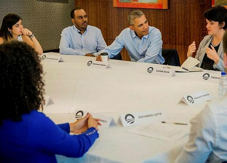 Paulo Rogério (à esquerda de Obama) estava entre os líderes brasileiros - Foto: Divulgação | Fundação Obama
