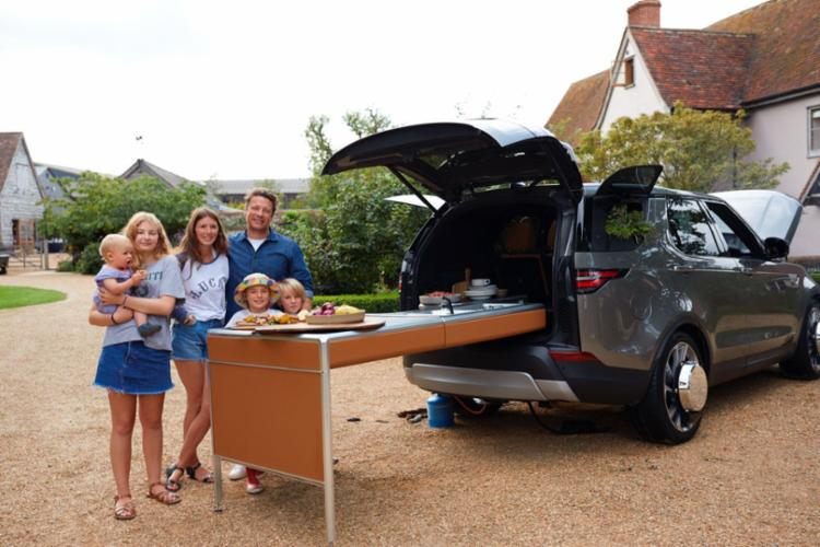 Fabricante inglesa transformou o novo Discovery em um cozinha sobre rodas - Foto: Land Rover | Divulgação