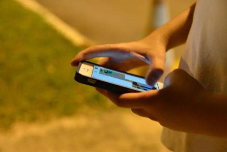 Pesquisa diz que 24,3 milhões de jovens entre 9 e 17 anos acessam a internet - Foto: Valter Campanato | Agência Brasil