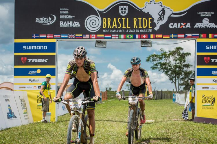 O português Tiago Ferreira (E) venceu a edição em 2016 - Foto: Igor Schifris   Brasil Ride