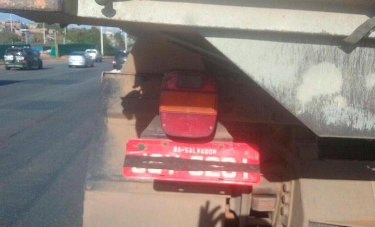 O motorista também dirigia sem o licenciamento do veículo - Foto: Divulgação | Transalvador