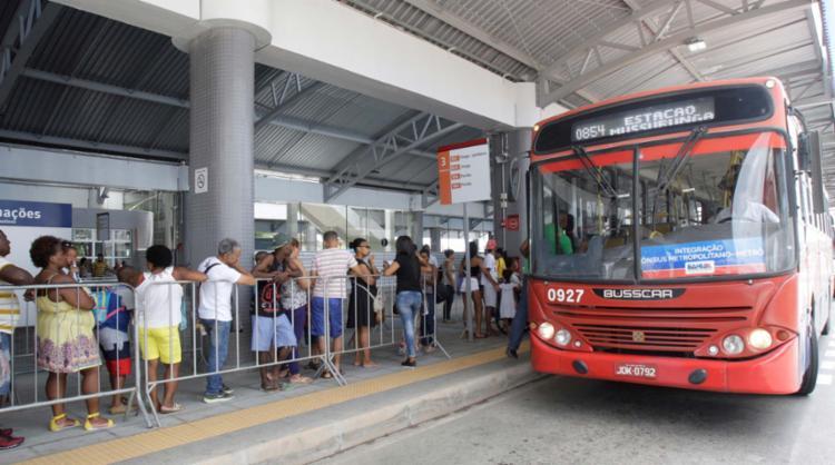 Estudantes da RMS reclamam que o Metropasse não é aceito nos ônibus da capital - Foto: Luciano da Matta | Ag. A TARDE