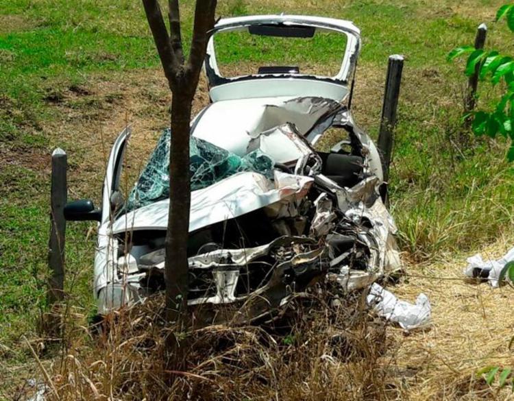 Motorista do Gol morreu no local; uma mulher, que também estava no carro, ficou ferida - Foto: Paiva   Blog do Braga