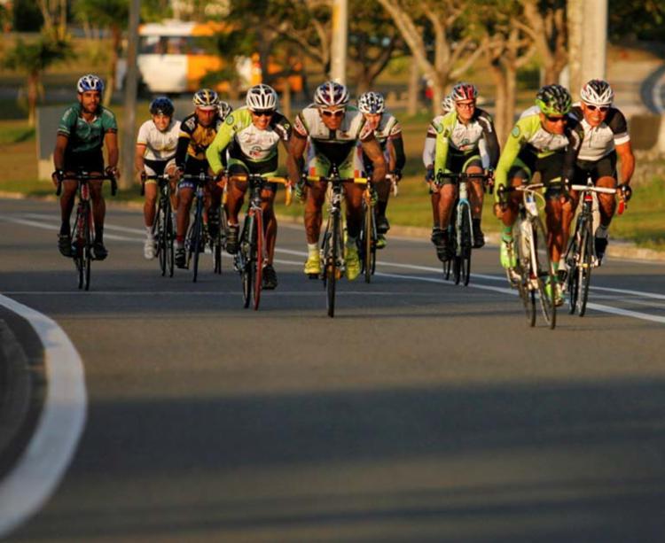 Ciclistas vão usar o CAB como circuito para as corridas das 5h às 11h - Foto: Joá Souza | Ag. A TARDE | 17.06.2015