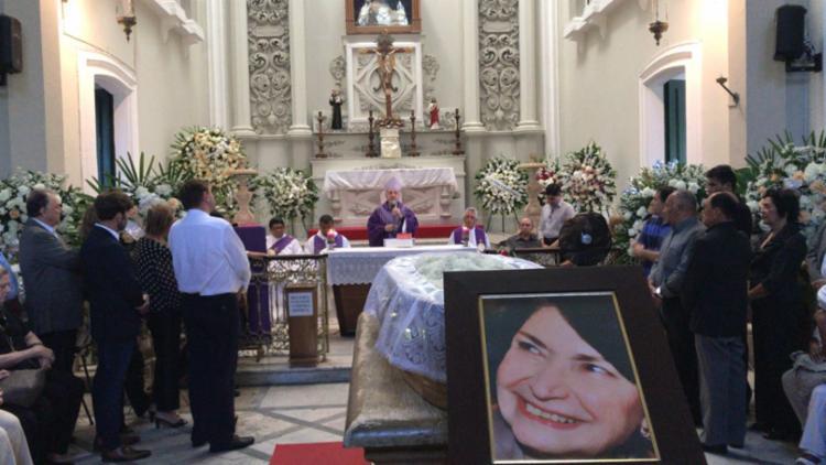 Familiares e amigos participam da missa em homenagem a dona Arlette - Foto: Margarida Neide | Ag. A TARDE