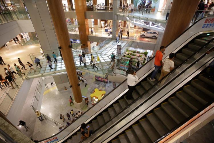 A maioria das vagas será para trabalhar em lojas de shoppings - Foto: Raul Spinassé | Ag. A TARDE