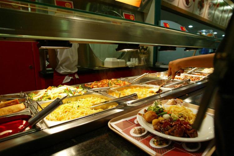Novos hábitos pedem adaptação de horários de refeições e dos cardápios - Foto: Manu Dias | Ag. A TARDE | 27.12.2002