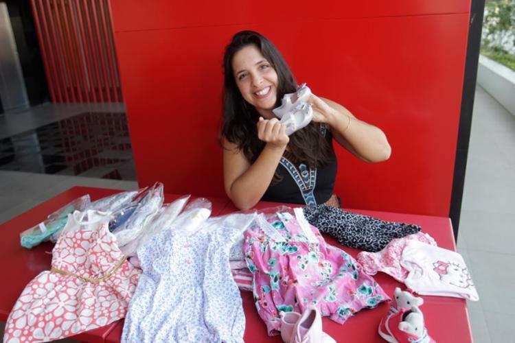Neila Almeida, do Brechó Desapegos da Pipoca, vende peças da filha - Foto: Margarida Neide | Ag. A TARDE | 28.09.2017