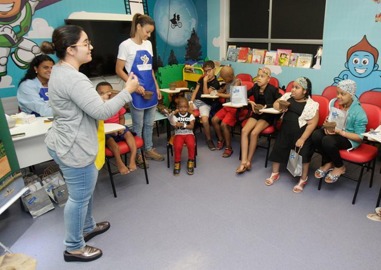 Crianças que fazem tratamento na unidade participam de oficina - Foto: Luciano da Matta l Ag. A TARDE