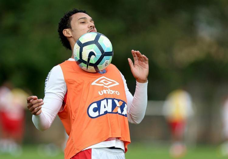 Artilheiro em 2017 atuando centralizado, Edigar deve voltar a jogar pelos lados - Foto: Felipe Oliveira l EC Bahia