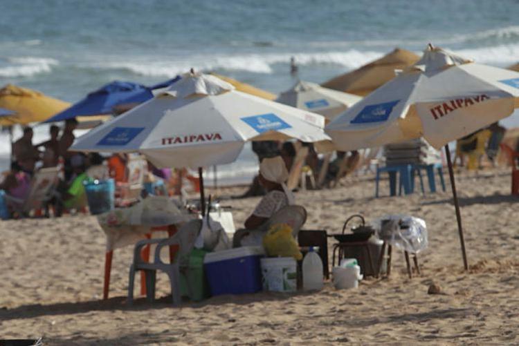 Praia de Patamares é uma das consideradas impróprias para banho - Foto: Adilton Venegeroles | Ag. A TARDE | 10.01.2017