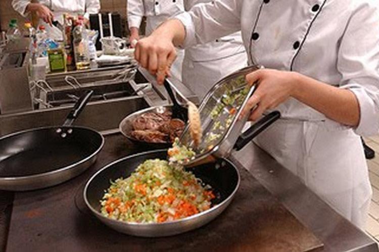 Há vagas em diversas áreas, inclusive gastronomia - Foto: Divulgação