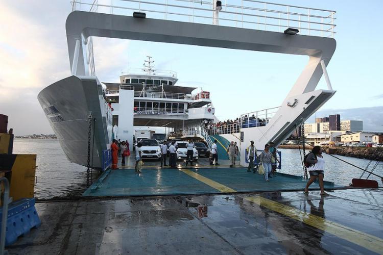 Cinco embarcações realizam a travessia de passageiros entre Salvador e Itaparica - Foto: Joá Souza l Ag. A TARDE