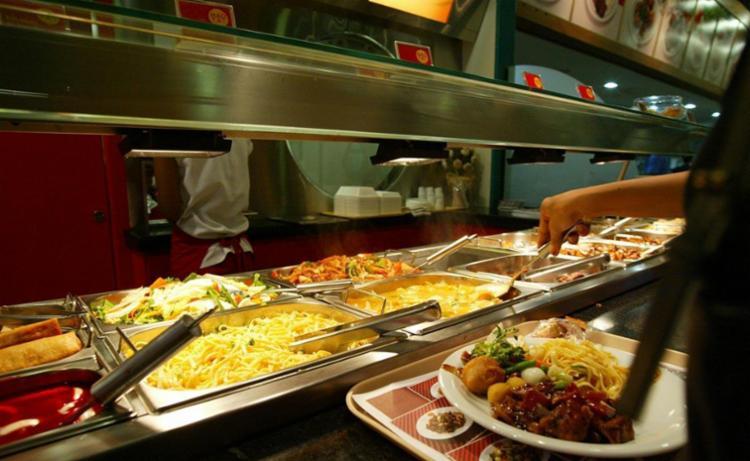 Grupo Alimentação passou de alta de 1,23% em janeiro para queda de 0,29% em fevereiro - Foto: Manu Dias | Ag. A TARDE | 27.12.2002