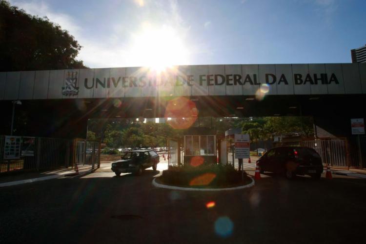 Crime teriam sido praticados por estudantes contra funcionárias do ponto de distribuição de São Lázaro - Foto: Adilton Venegeroles | Ag. A TARDE | 09.02.2017