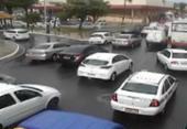 Fluxo de veículos deixa trânsito lento em algumas vias de Salvador | Foto: