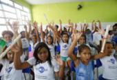 Crianças de ação do Neojiba sobem ao palco do TCA | Foto: