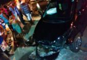 Dupla fica presa às ferragens após roubar e bater carro de ex-comandante da PM | Foto:
