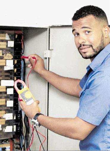 Santos é responsável pela revisão e manutenção dos equipamentos e sistemas do Iberostar - Foto: Luciano da Matta l Ag. A TARDE