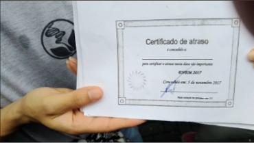Certificado de atraso feito pelo blogueiro Cid - Foto: Reprodução | Twitter