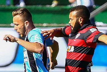 Vitória segura o Grêmio, empata e segue fora da zona da degola
