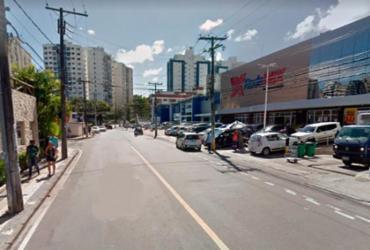 Adolescente fica ferido após ser atropelado por carro na Pituba