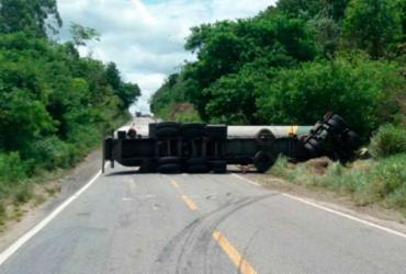 Caminhão tanque é retirado da BR-101 após 15 horas de interdição