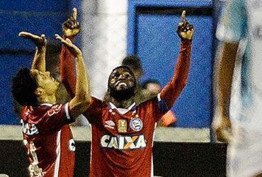 De virada, Bahia vence Avaí e segue próximo da zona de Libertadores