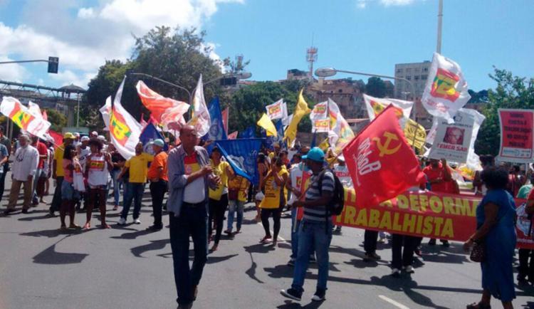 Grupo segue para o Campo Grande, onde está previsto novo ato - Foto: Henrique Almeida | Ag. A TARDE