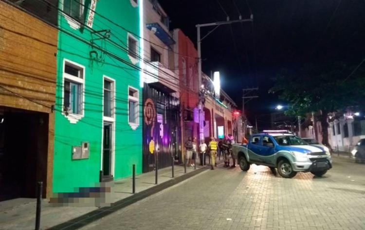 Vítima se jogou do segundo andar de hotel após ser baleado na perna - Foto: Cidadão Repórter | Via WhatsApp