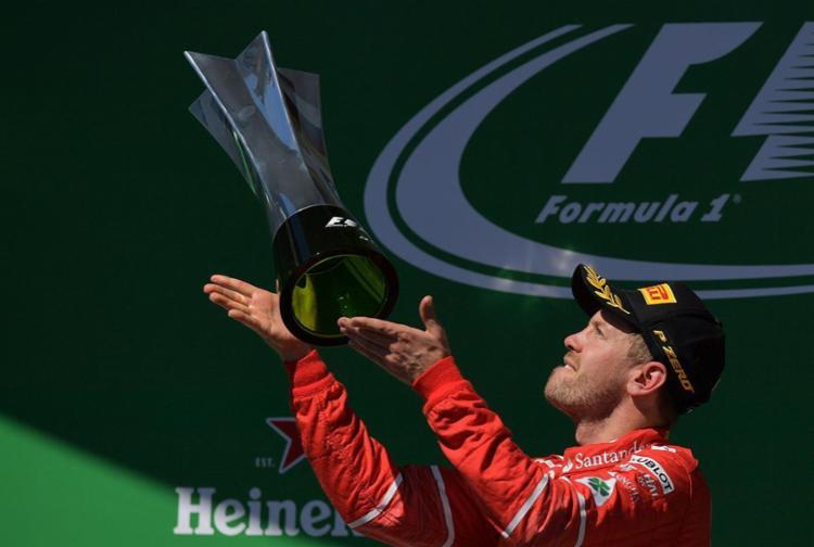 Vettel venceu a quinta corrida da temporada depois de superar Bottas na largada - Foto: Carl de Souza | AFP