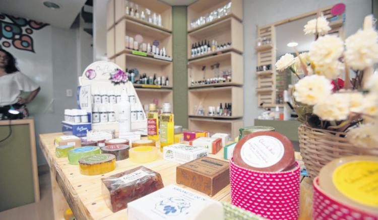 A Capim Rosa Chá, na Pituba, também oferece limpeza facial e massagens - Foto: Joá Souza | Ag. A TARDE