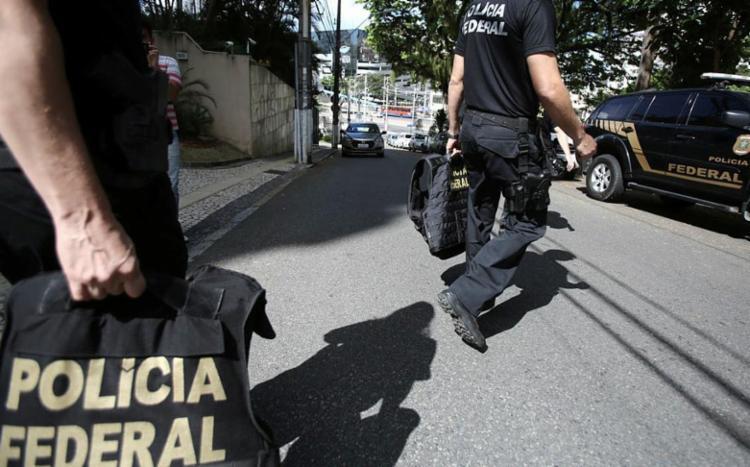 Cinco mandados estão sendo cumpridos pela PF na sede da Embasa - Foto: Joá Souza / Ag. A TARDE