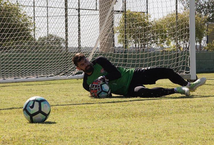 Fernando Miguel tem sofrido com problemas físicos e, no Brasileiro, ficou de fora de 9 dos 34 jogos do Vitória - Foto: Maurícia da Matta l EC Vitória