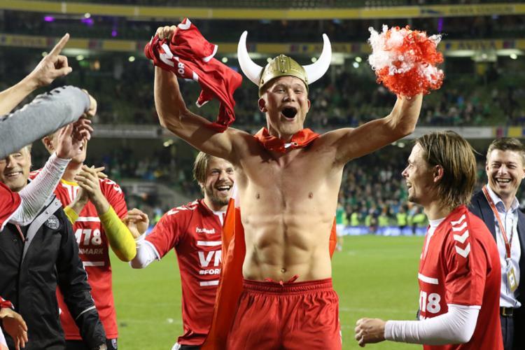 Dinamarqueses comemoram volta a copa após oito anos - Foto: Paul Faith | AFP