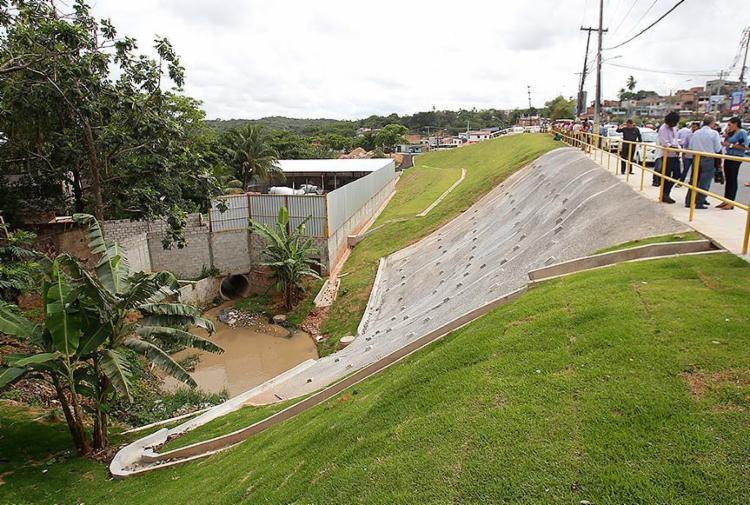A intervenção cobriu 236 metros da área de risco - Foto: Raul Spinassé l Ag. A TARDE