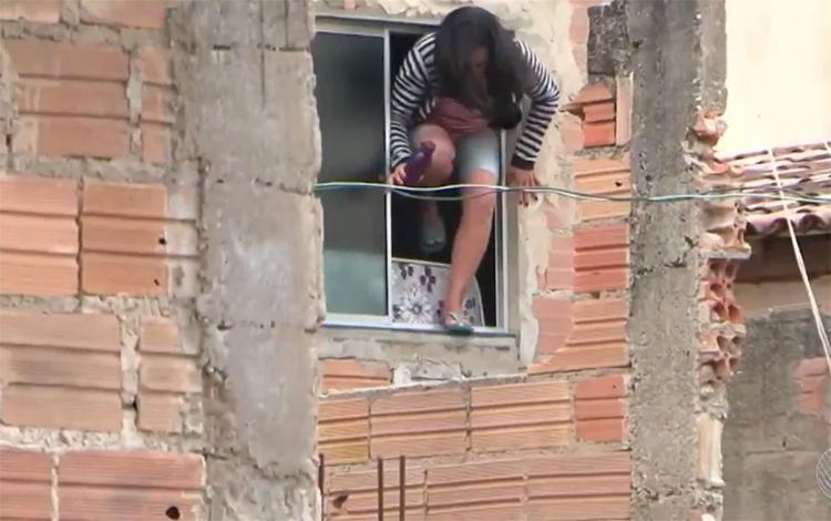 A mulher aproveitou momento de descuido do ex para fugir - Foto: Reprodução | TV Sudoeste